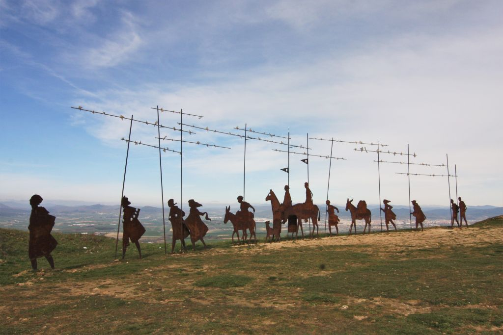 Pilgermonument auf der Sierra del Perdón