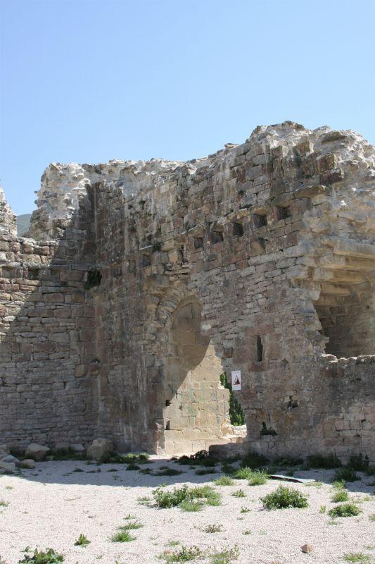 Burgruine in Tiebas Muruarte de Reta am Jakobsweg in Spanien