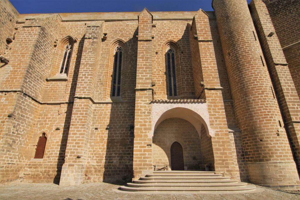 Hauptschiff der Wehrkirche San Saturnino in Artajona
