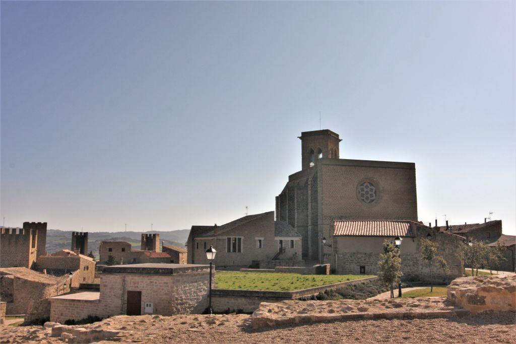 Die Kirche San Saturnino von Artajona, Navarra