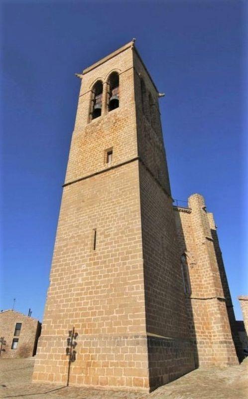 Glockenturm der Wehrkirche San Saturnino in Artajona