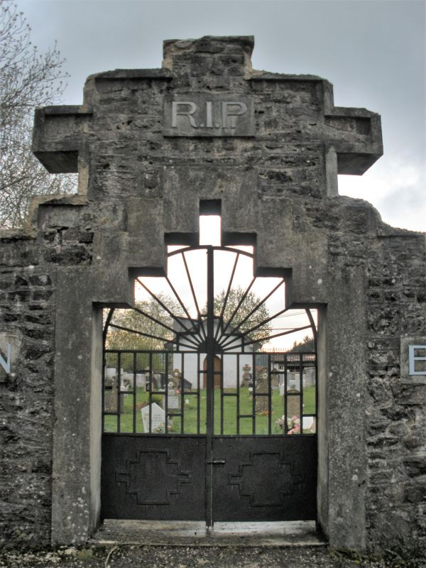 Eingangstor zum Friedhof von Aurizberri-Espinal