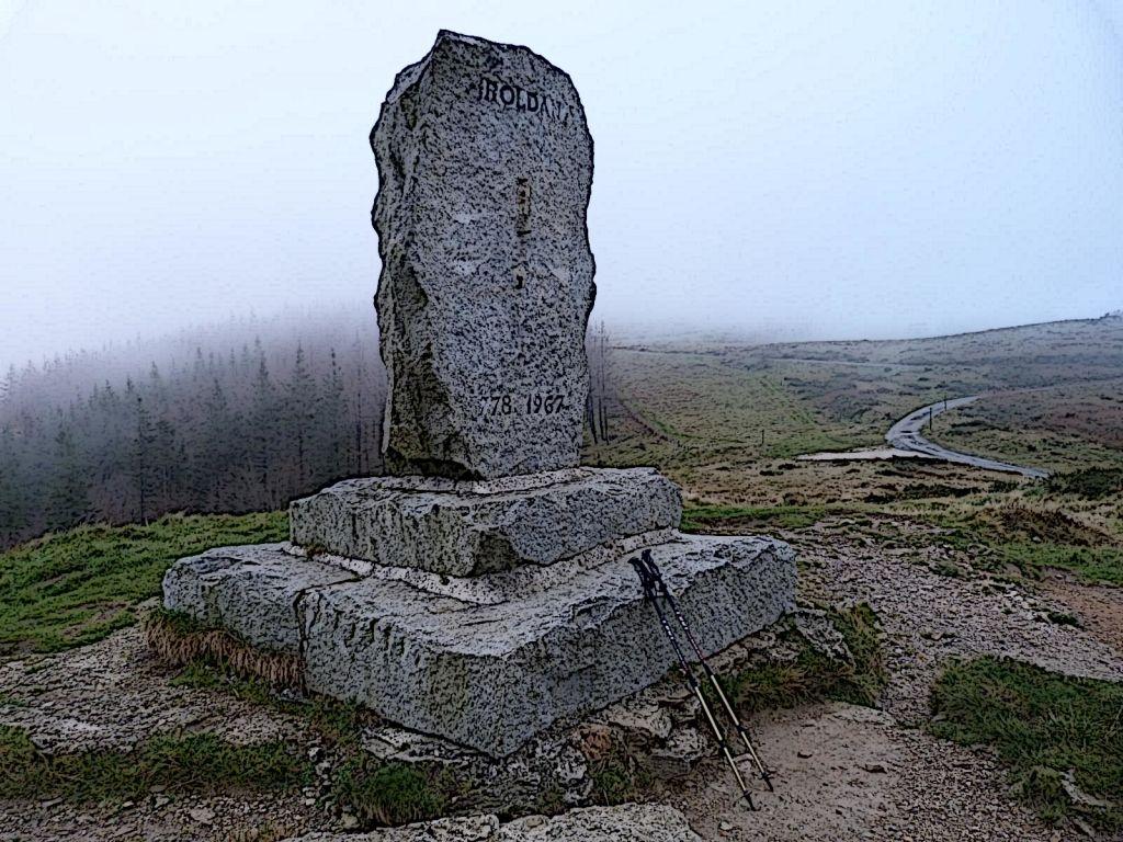 Denkmal fuer Roland, den Neffen Karl des Grossen auf der Ibaneta-Passhohe in den Pyrenaeen