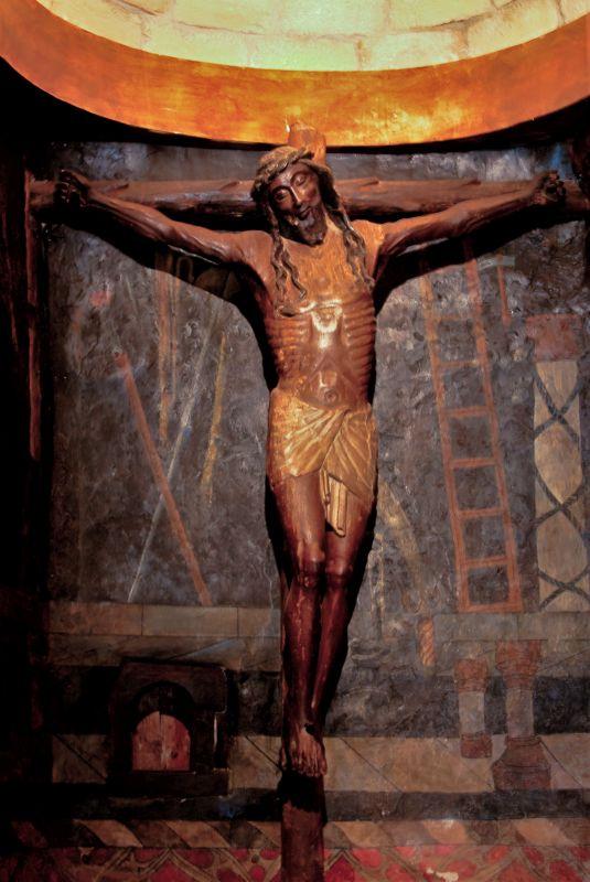 Cristo de la Sonrisa in der gotischen Kapelle der Burg Javier
