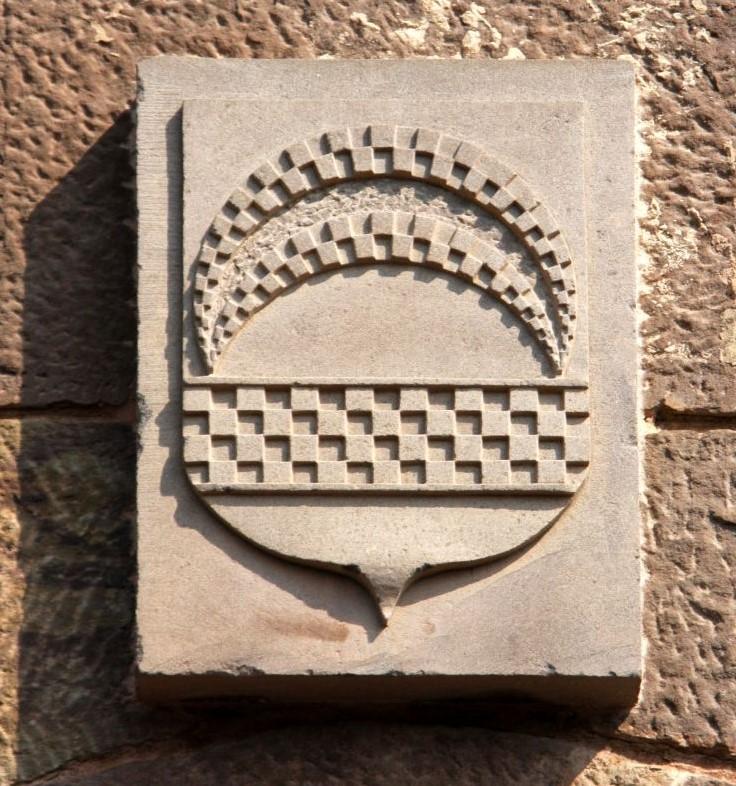Wappen von Javier mit umgedrehtem Halbmond und Jaca-Muster
