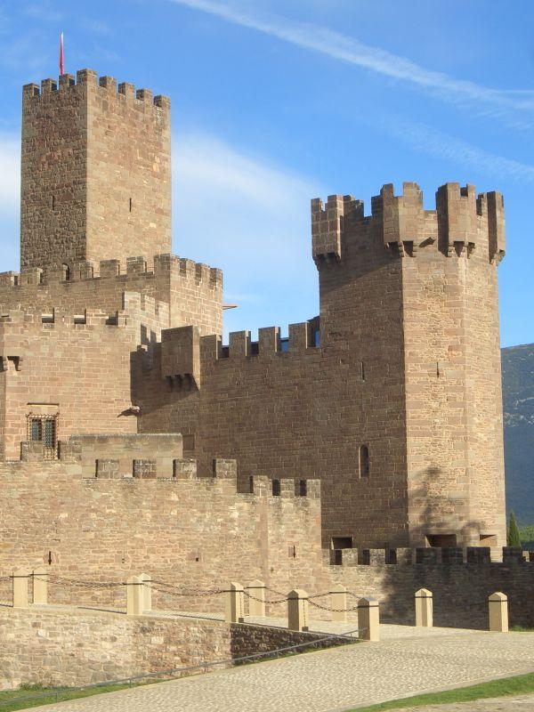 Undués- und San Miguel-Turm der Burg Javier