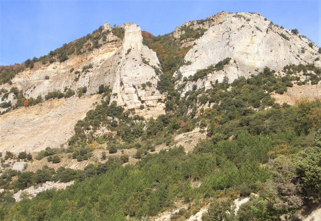 die schroffen Felsen der Sierra de Leyre