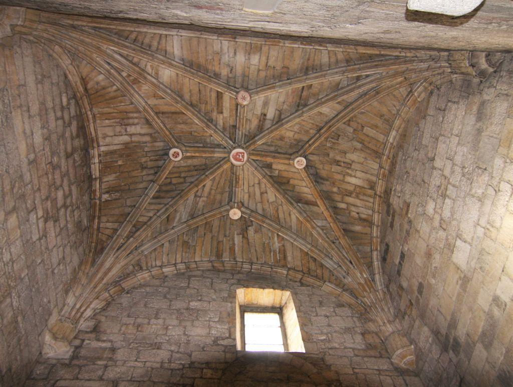 Kreuzrippengewoelbe der Klosterkirche San Salvador de Leyre, Navarra