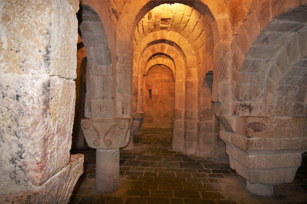 romanische Krypta in San Salvador de Leyre, Spanien