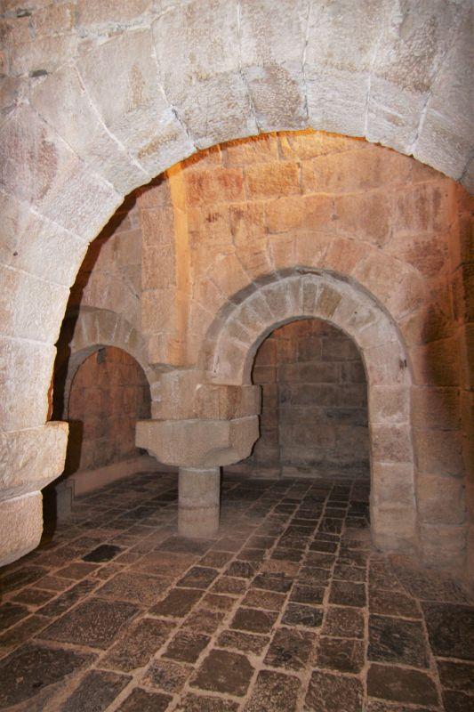 romanischer Doppelbogen; Krypta in San Salvador de Leyre, Spanien