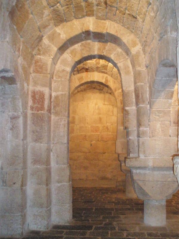 romanische Krypta in San Salvador de Leyre, Navarra