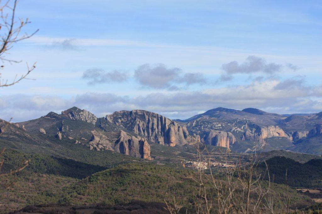Fernsicht auf die Riglos Mallos, kegelfoermige Gesteinformationen, in der Provinz Huesca