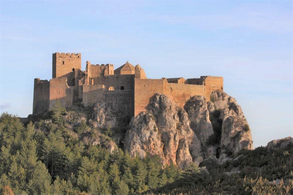 Das Castillo de Loarre in der Provinz Huesca in Aragon, Spanien auf den Auslaeufern der Sierra de Guara