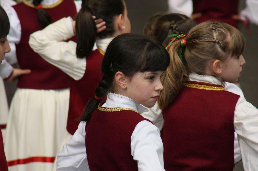 Nachwuchs der Nexkatoak, einer weiblichen Tanzgruppe aus Luzaide Valcarlos