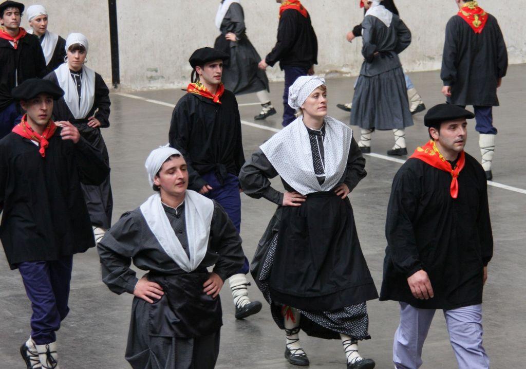 Laendliche Tanzgruppe aus Luzaide Valcarlos