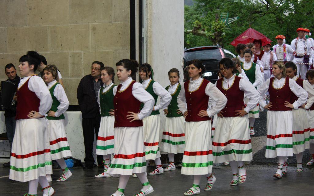 Nexkatoak, weibliche Tanzgruppe aus Luzaide Valcarlos, Navarra