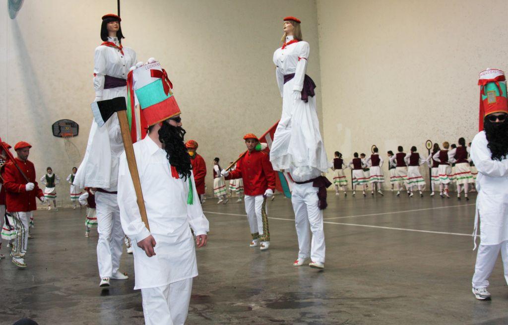 Zigantiak, riesenhafte Tanzfiguren aus Luzaide Valcarlos