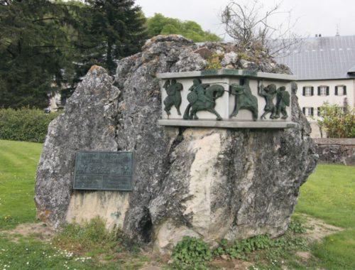 Gedenkstein mit dem Kampf Rolands gegen den Riesen Ferragut