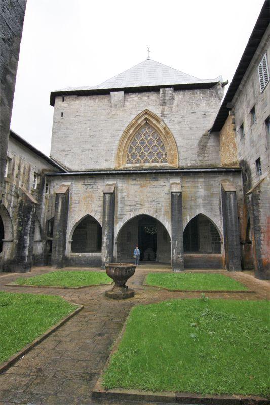 Kreuzgang der Stiftskirche Santa María von Roncesvalles