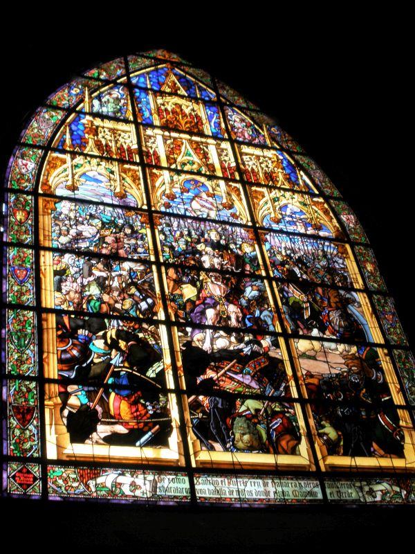 Buntglasfenster mit der Schlacht von Las Navas de Tolosa