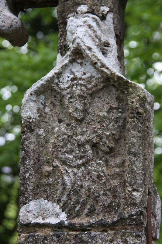 Detail des Pilgerkreuzes am Ortseingang von Roncesvalles