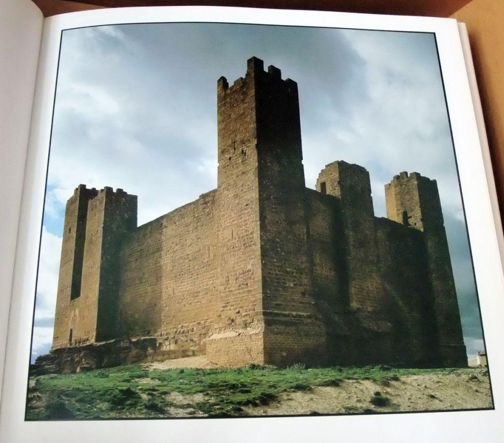 Foto der Burg Sadaba aus dem Bildband Castillos von Reinhart Wolf