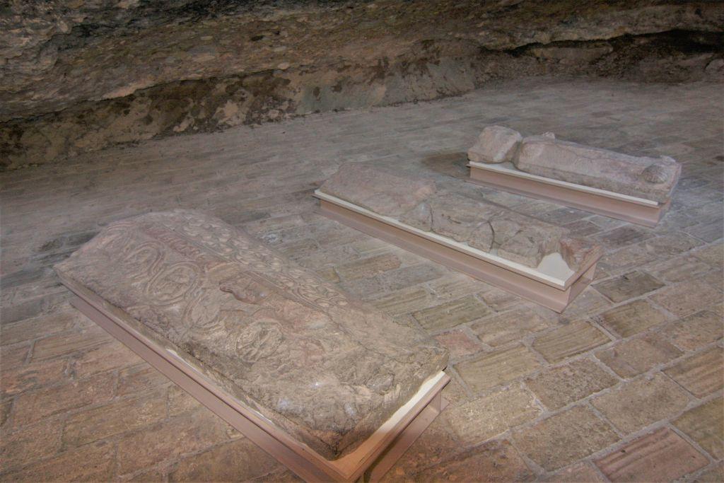 Nekropole der aragonischen Koenige im im Kloster San Juan de La Pena