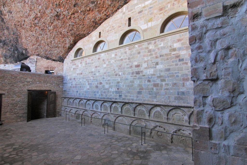 Pantheón de Nobles im Felsenkloster San Juan de La Pena