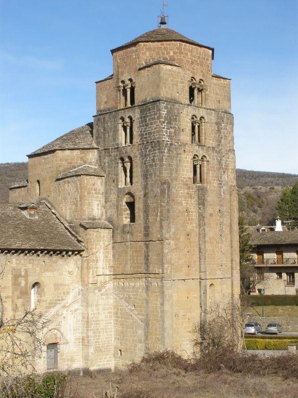 romanische Kirche Santa María in Santa Cruz de los Seros in Aragón