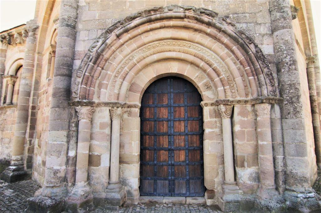 romanisches Nordportal der Iglesia Santa Maria de Eunate