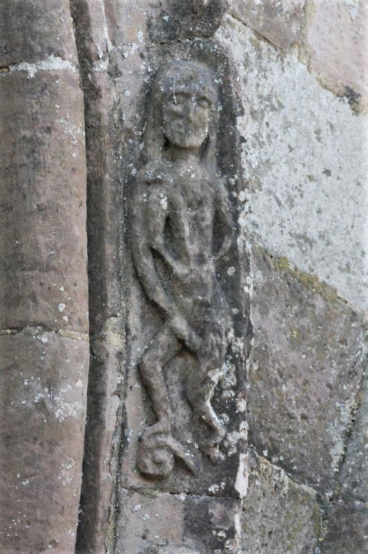 Steinmetzfigur am Kirchenportal von Santa Maria de Eunate