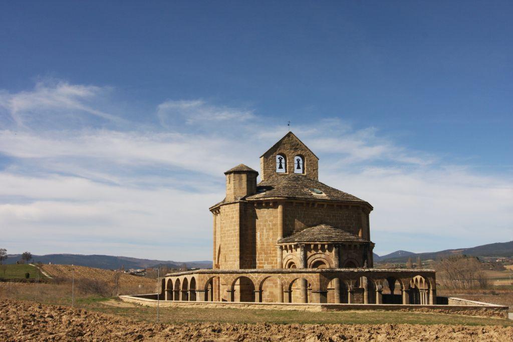 Iglesia Santa Maria de Eunate - ein enigmatischer Ort am Jakobswegim Niemandsland