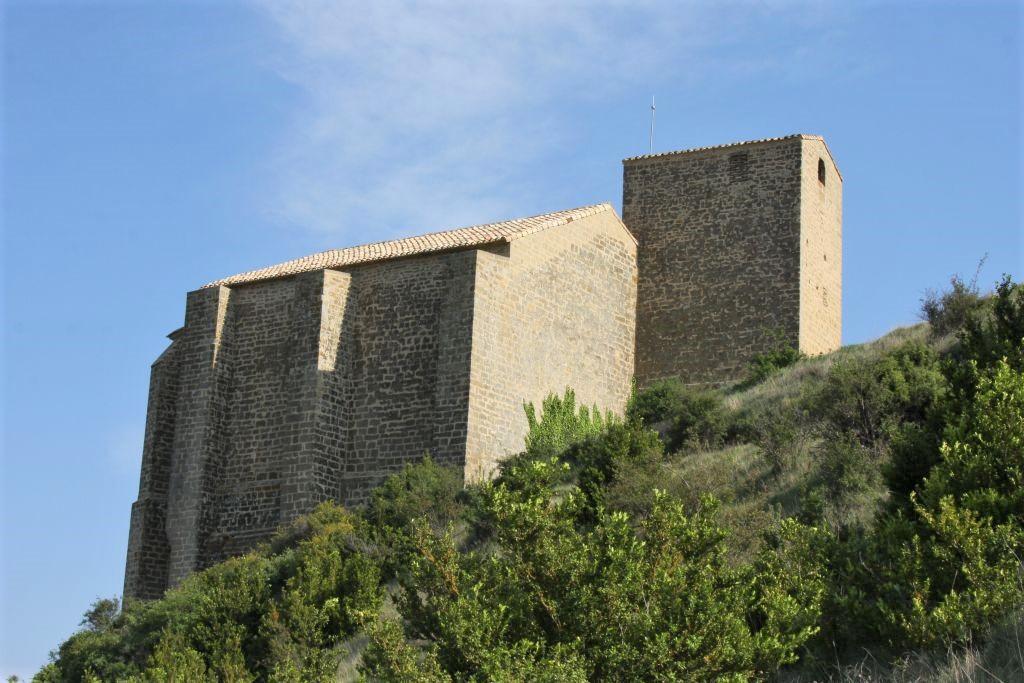 Nordseite der Wehrkirche San Salvador in Gallipienzo