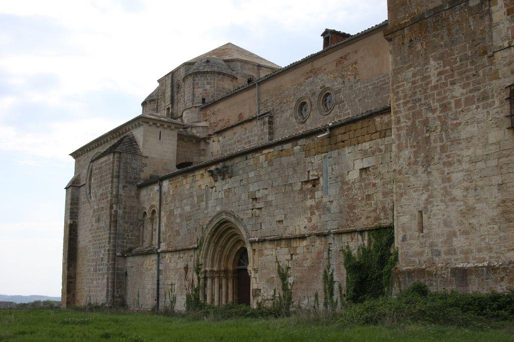 Klosterkirche von Irache mit dem Portal San Pedro