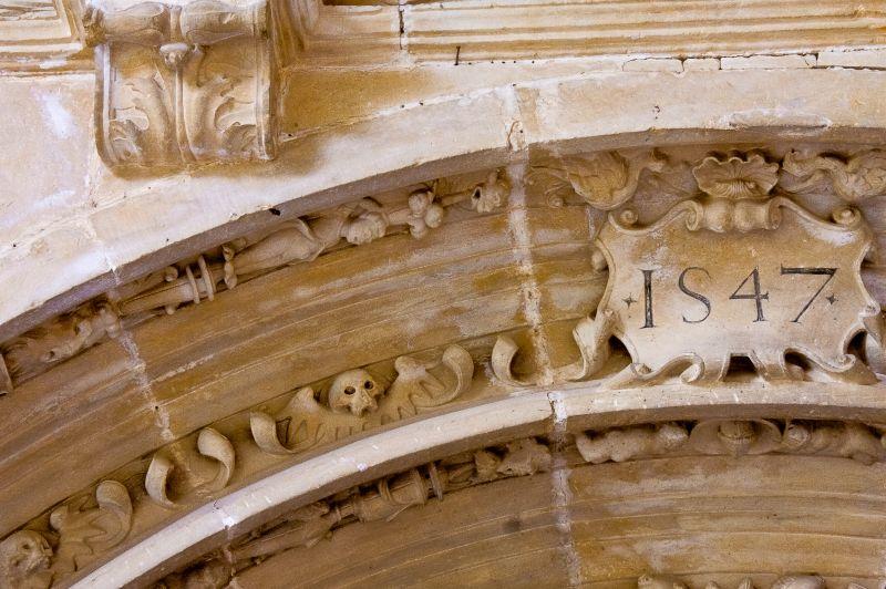 Totenkoepfe an der Puerte preciosa