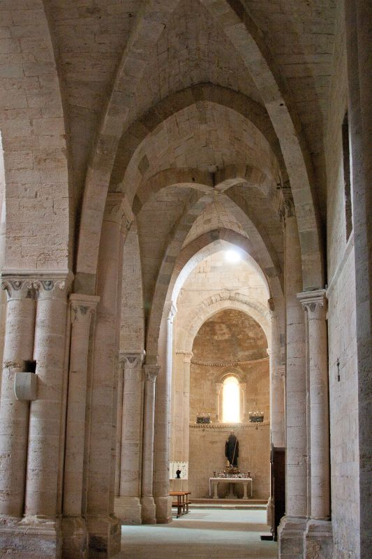 Blick in das Kircheninnere der Iglesia Santa María la Real de Irache