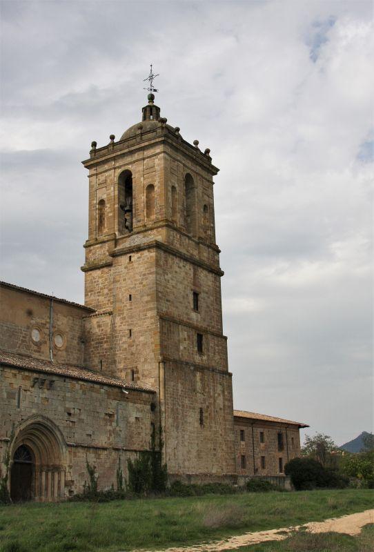 Kirchtum des Klosters Santa María la Real de Irache in Ayegui