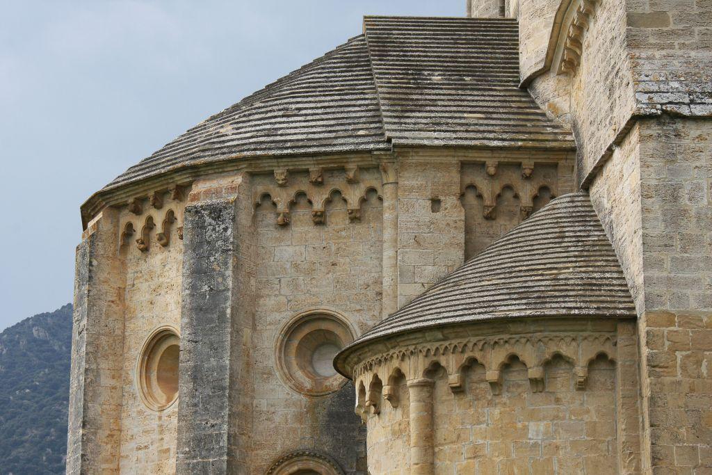 Chorraum der Klosterkirche von Irache mit einer Vielzahl an Kapitellen