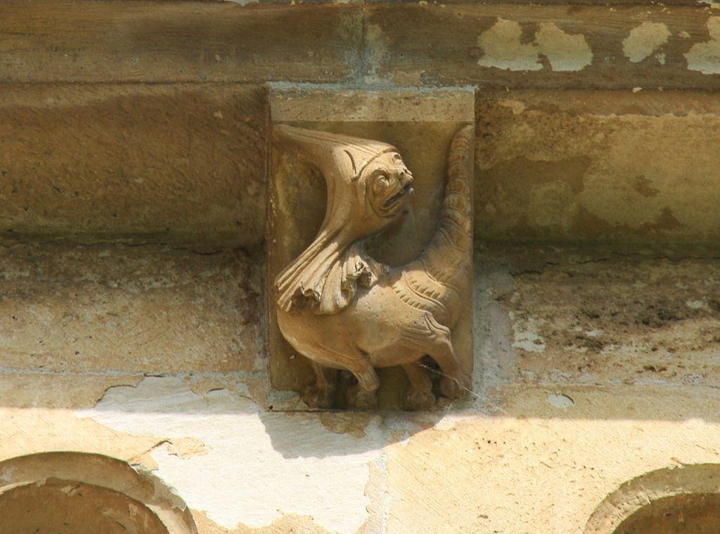Fabelwesen an der aeusseren Chorwand des Monasterio Santa María la Real de Irache