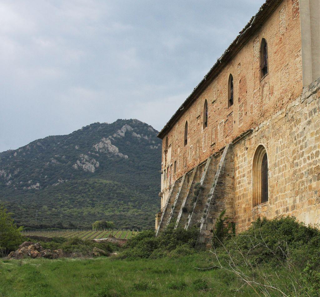 Refektorium des Klosters Irache mit Blick auf den Montejurra