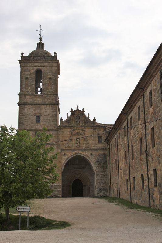 Portal und Turm der Klosterkirche Irache