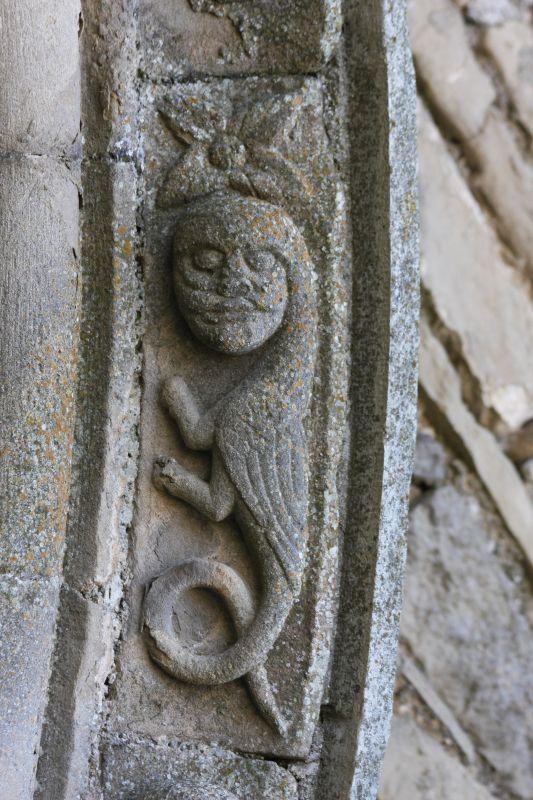 Harpyie am Spiegelportal der Kirche San Miguel in Olcoz, Navarra