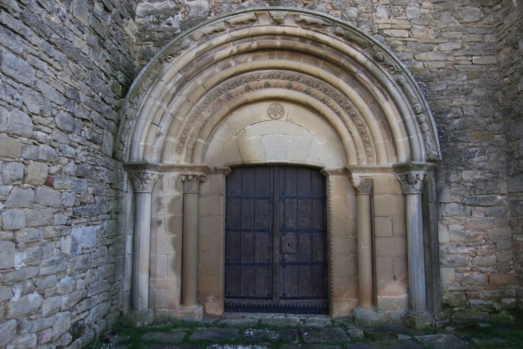 romanisches Spiegelportal der Kirche San Miguel in Olcoz, Navarra
