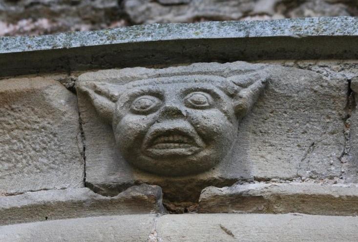 Abbildung des Baphomets am Portal der Kirche San Miguel in Olcoz, Navarra