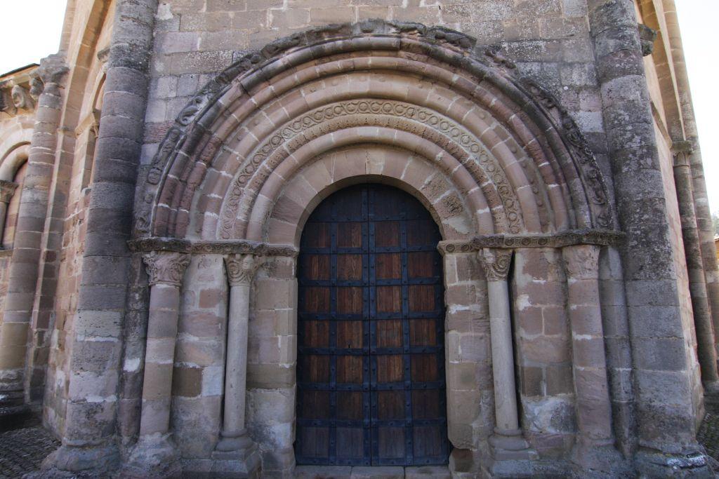 romanisches Portal der Kirche Santa María de Eunate