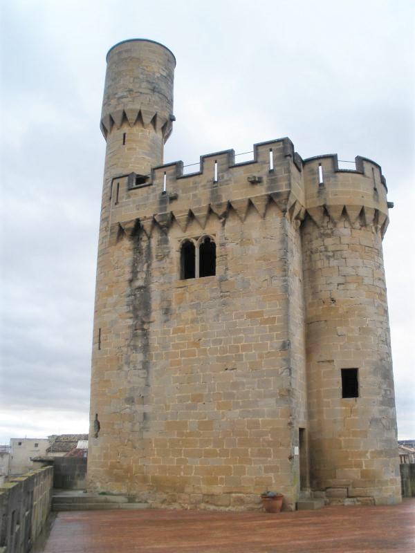 Aussichts- und Wehrturm La Joyosa Guarda des Koenigssitzes von Olite