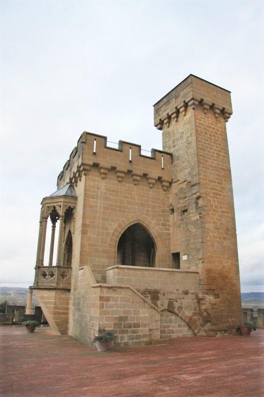 Aussichts- und Wehrturm Cuatro Vientos des Koenigssitzes von Olite