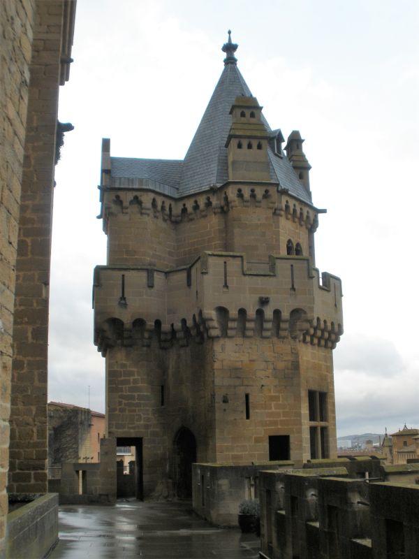 verschachtelter Turm Tres Coronas der Koenigsresidenz von Olite
