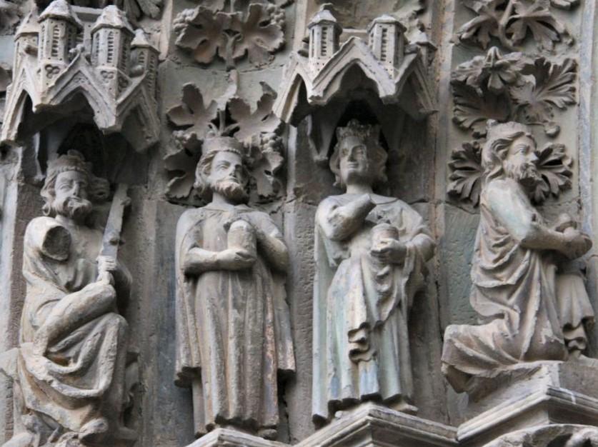 die heiligen drei Koenige am Portal der Kirche Santa María in Olite