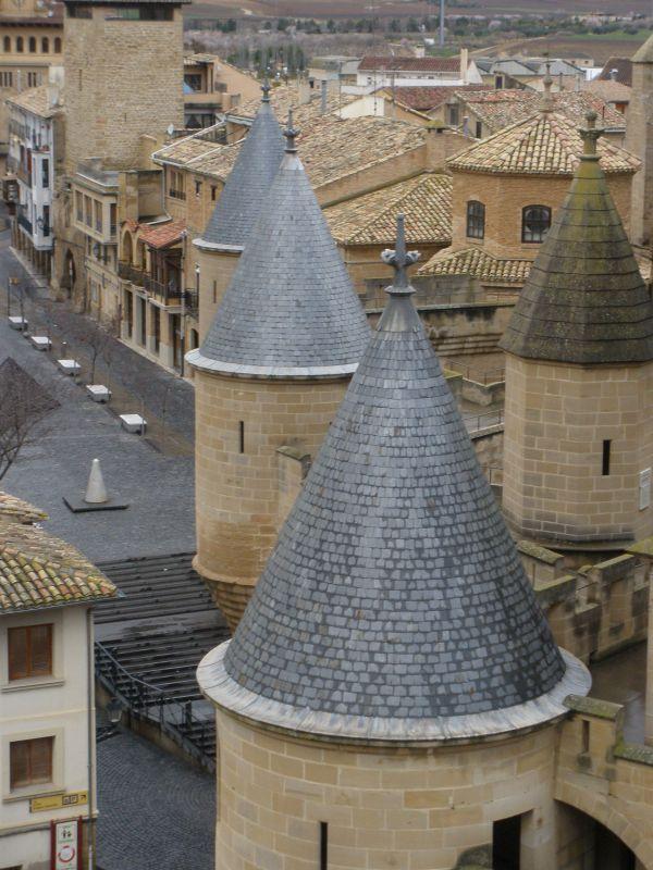 Blick vom Koenigsschloss von Olite auf die Altstadt